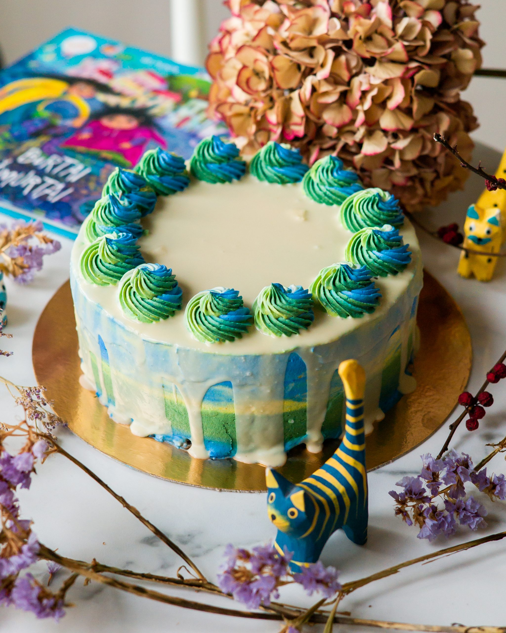 Spalvingas torto papuošimas