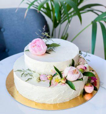 Torto papuošimas uogomis_dviaukštis tortas